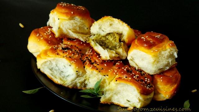 Pesto filled pull apart bread rolls